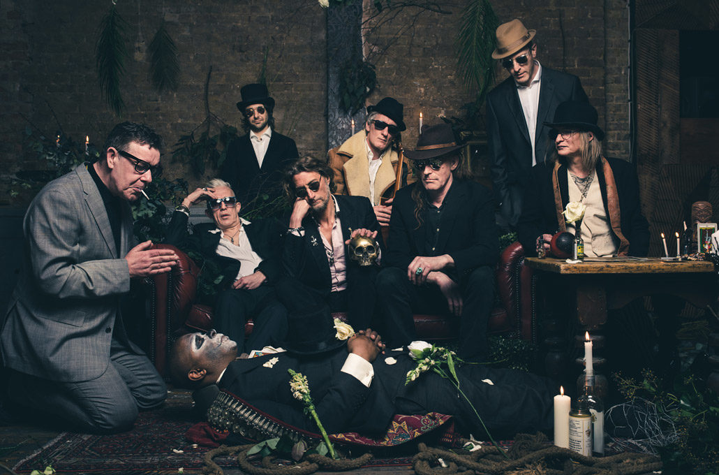 9 piece band portrait of Alabama3 photographed by Marcus Maschwitz