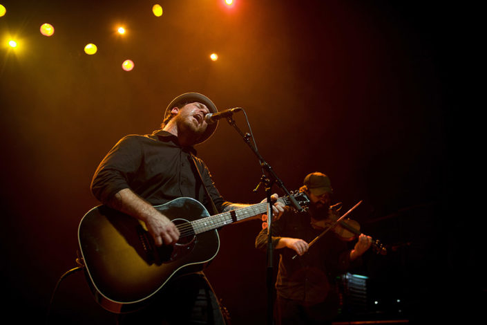 Chuck Ragan of Hot Water Music performing live photographed by Marcus Maschwitz