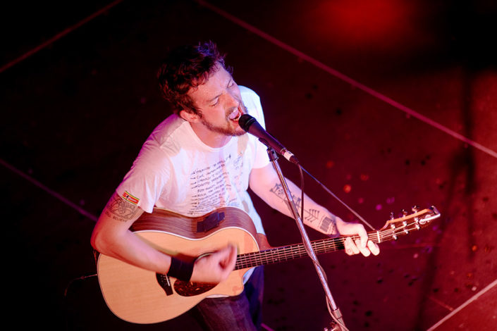 Frank Turner shot on stage from above photographed by Marcus Maschwitz