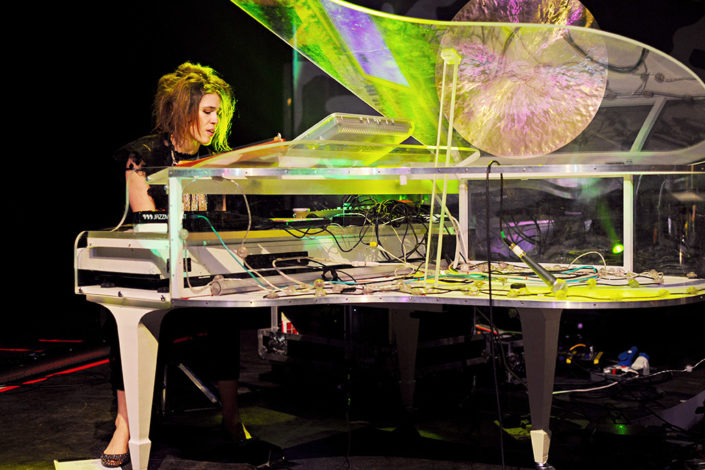 Imogen Heap playing her clear piano live on stage photographed by Marcus Maschwitz