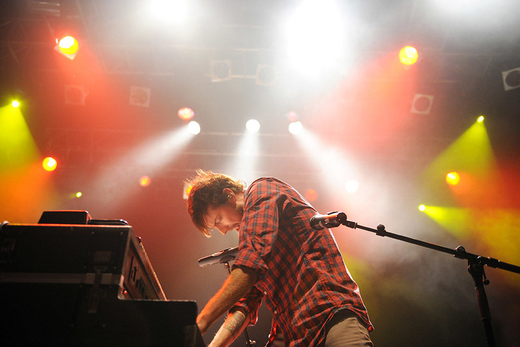 Jacks Mannequin playing piano live on stage photographed by Marcus Maschwitz