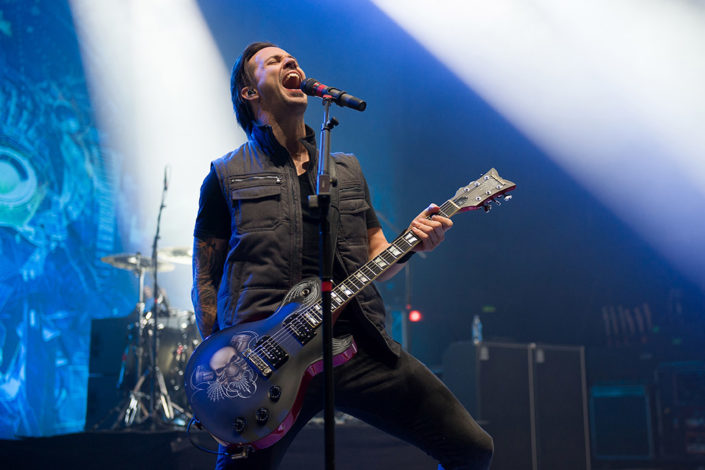 Jerry Horton of Papa Roach playing guitar and singing on stage photographed by Marcus Maschwitz