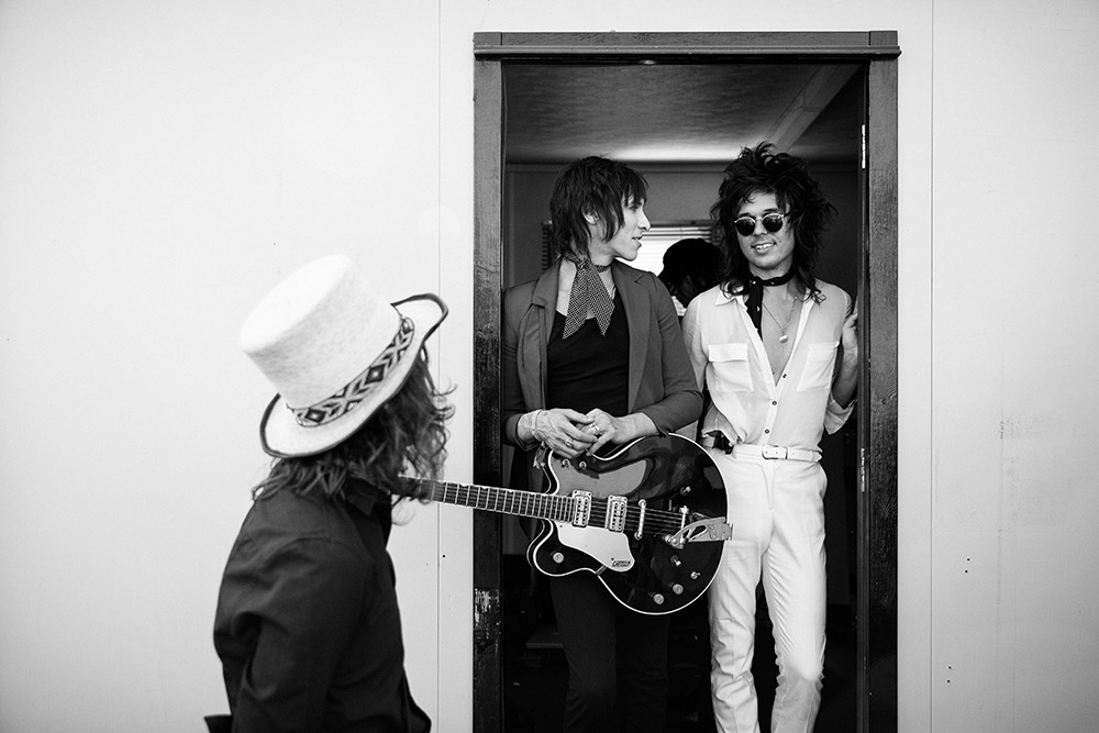 Palaye Royale getting ready backstage at Reading Festival photographed by Marcus Maschwitz