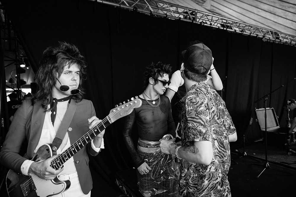 Palaye Royale backstage at Reading Festival photographed in black and white by Marcus Maschwitz